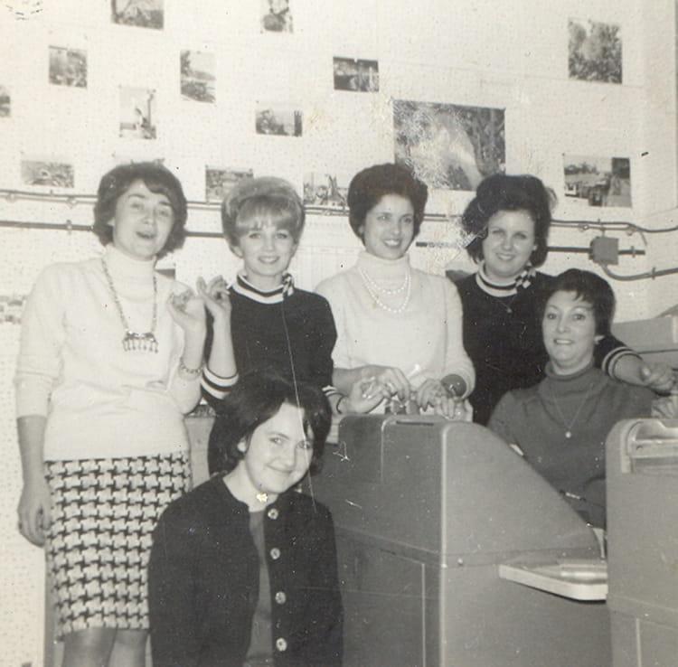 photo de classe au bureau paris de 1965 tricosa copains d 39 avant. Black Bedroom Furniture Sets. Home Design Ideas