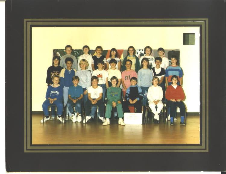 photo de classe 5 7 de 1986 coll ge l 39 oiseau blanc copains d 39 avant. Black Bedroom Furniture Sets. Home Design Ideas