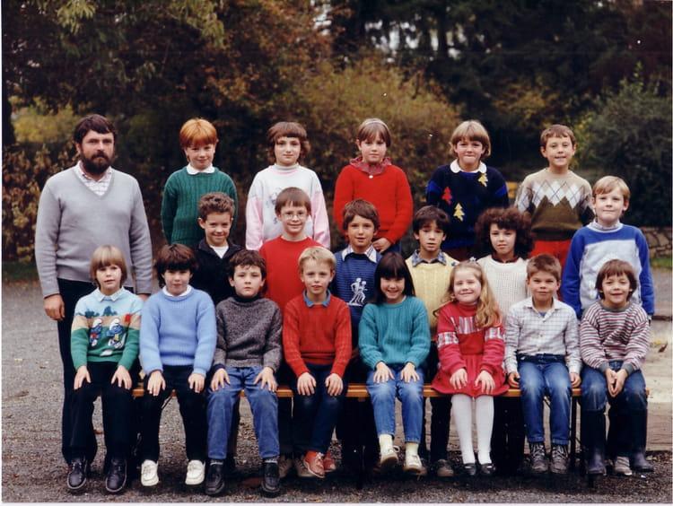 photo de classe ce 2 de 1987 ecole jean moulin le may sur evre copains d 39 avant. Black Bedroom Furniture Sets. Home Design Ideas