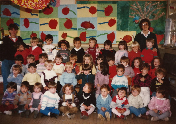 photo de classe classe maternelle de 1984 ecole sainte opportune saint pere en retz copains. Black Bedroom Furniture Sets. Home Design Ideas