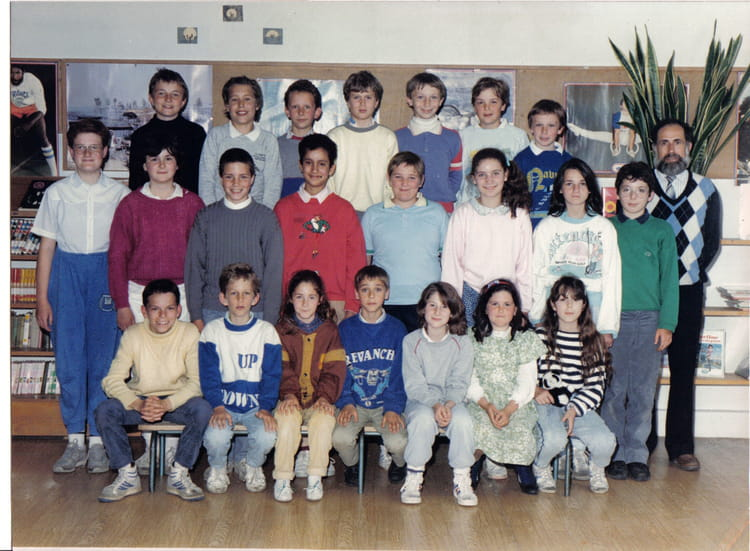 photo de classe cm2 de 1987 ecole du plateau du moulin copains d 39 avant. Black Bedroom Furniture Sets. Home Design Ideas