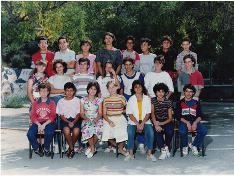 photo de classe 4ieme 1 de 1984 college henri barnier copains d 39 avant. Black Bedroom Furniture Sets. Home Design Ideas