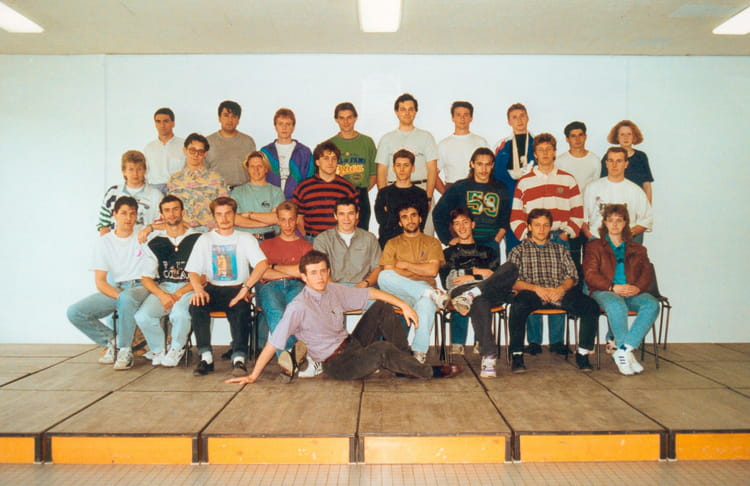 photo de classe ts1et de 1993 lyc e charles jully copains d 39 avant. Black Bedroom Furniture Sets. Home Design Ideas
