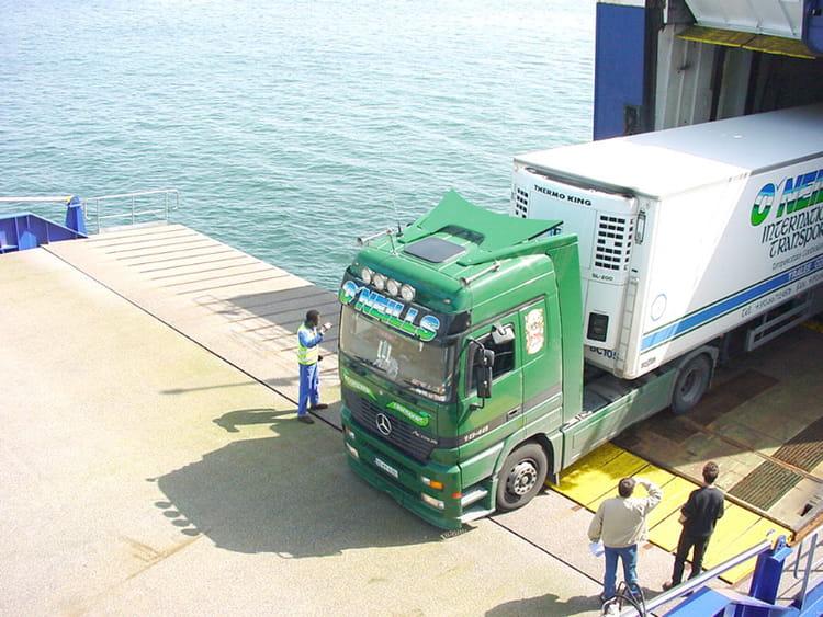 Photo de classe 1 er camion sur la passerelle roro de 2000 chambre de commerce et d 39 industrie - Chambre de commerce de brest ...