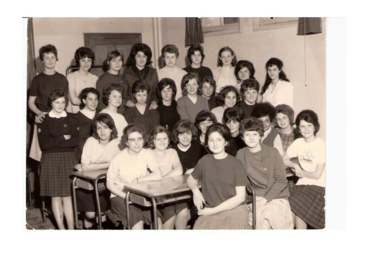 photo de classe cap employ de bureau de 1964 cours saint michel copains d 39 avant. Black Bedroom Furniture Sets. Home Design Ideas
