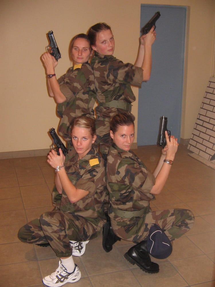 photo de classe les dr les de dames de ma chambre de 2006 ecole gendarmerie chaumont esog. Black Bedroom Furniture Sets. Home Design Ideas