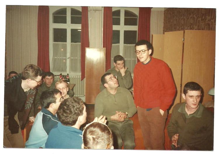 Photo De Classe Esm Strasbourg 67 Discussion De Chambree A La 14 De 1985 Ecole Militaire De Strasbourg Copains D Avant